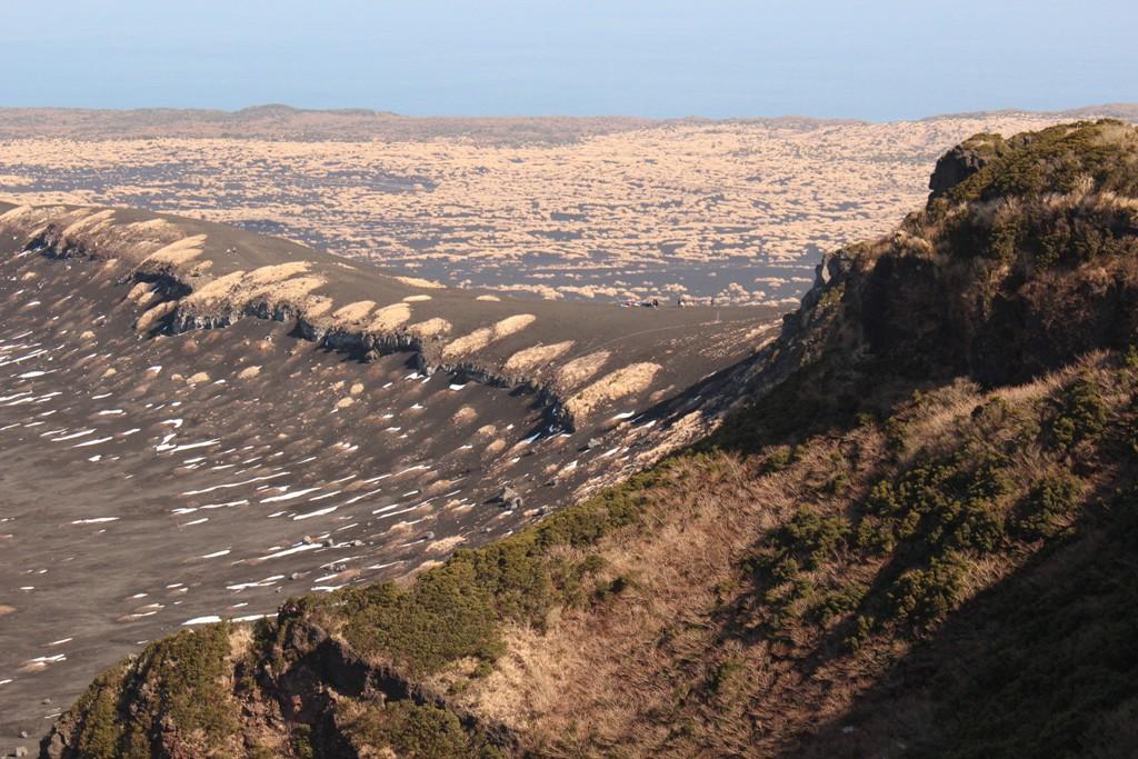 白石山展望台から(人が写っています)