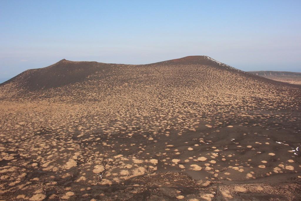 白石山展望台からの三原山